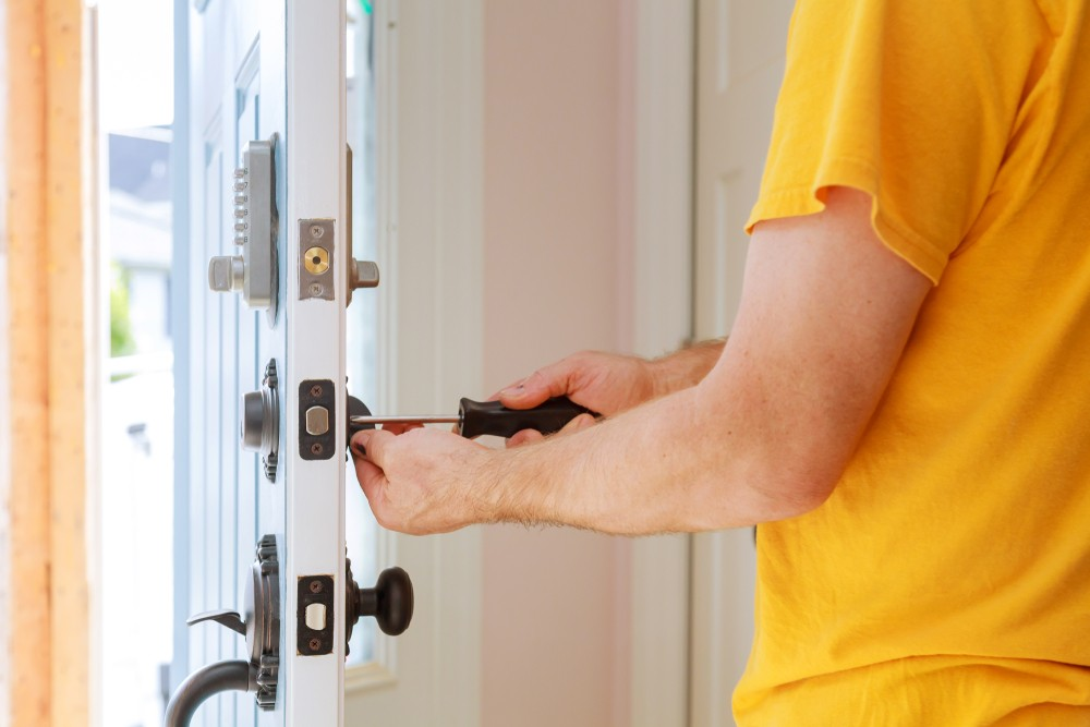 A Look At How To Change Your Locks For The New Year Changing The Locks  Lockwiz 24/7 Local Locksmith Emergency Locksmith Changing Your Lock Changing The Locks 24 Hour Locksmith